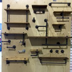 Trend: the pipe decor - Loft Furniture, Industrial Furniture, Industrial Pipe, Diy Wood Projects, Home Projects, Diy Pipe Shelves, Pipe Decor, Small Space Interior Design, Diy Home Improvement
