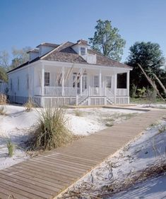beach cottage style A renovated French Creole cottage offers the best of old and new on Floridas Apalachicola River. Creole Cottage, Beach Cottage Style, Coastal Cottage, Coastal Homes, Coastal Living, White Cottage, Coastal Decor, Beach Homes, Coastal Style