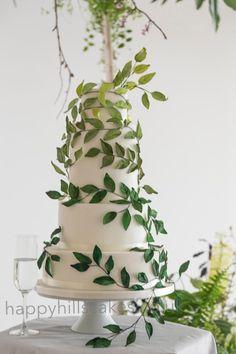 Green ombre leaf wedding cake - Cake by Happyhills Cakes Woodland Cake, Woodland Wedding, Woodland Theme, Quilling Cake, Boho Beach Wedding, Dream Wedding, Key West Wedding, Sage Green Wedding, Themed Wedding Cakes