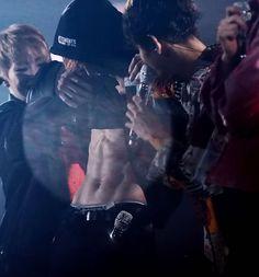 Chanyeol tummy