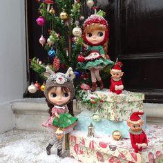 .@dollytreasures   Busy little Christmas Elves! #kennerblythe #blythe #vintagedoll #goosefeat...   Webstagram