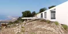 In collaboration with Pablo Fernández Lorenzo. A house that faces the sea from a hilltop. A house of shade: We created a long, wide podium to be able to remain there. Then we covered it with a large flat roof, a delicate slab of white concrete 12 meters long. It is supported by a grid …