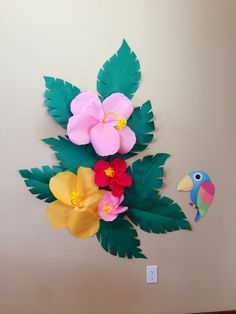 DIY giant paper hibiscus backdrop for photos and pin the beak on the parrot game at my daughter's luau party (luau party kids) Hawaiian Luau Party, Hawaiian Birthday, Hawaiian Theme, Luau Birthday, Moana Party, Moana Birthday Party, Flamingo Party, Hawaian Party, Luau Theme