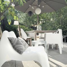 Posts about Outdoor written by ombia Outdoor Living Rooms, Outside Living, Outdoor Spaces, Outdoor Chairs, Outdoor Decor, Ikea Outdoor, Dream Garden, Home And Garden, The Way Home
