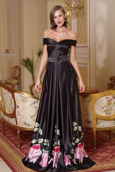 O rochie de lux inseamna sa fie desavarsita din toate punctele de vedere, incepand de la croiala pana la materialul si modul in care se aseaza pe tine.