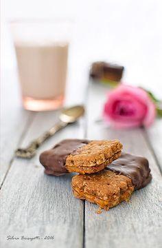 Mi piace e non mi piace: Biscotti Simil Digestive Farciti alla Confettura d...