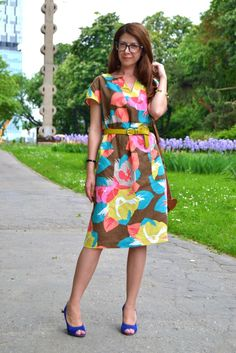 3-colorful-midi-dress-blue-suede-high-heels-mustard-belt-outfit-alinasays-blog