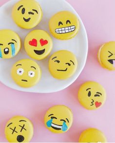 These are so cute!! I'm totally going to try to make these emoji macaroons! - Alana