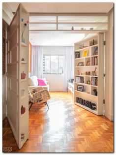 Bookcase doors Clever solution for a tiny apartment. Tiny Apartments, Tiny Spaces, Small Apartment Interior, Apartment Walls, Apartment Layout, Interior Livingroom, Apartment Living, Kitchen Interior, Bookcase Door