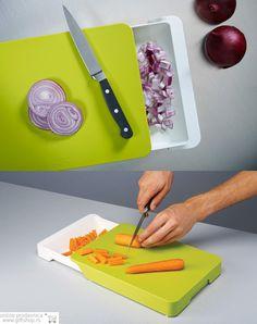 Cut & Collect zeleno-bela  Ova praktična daska za sečenje poseduje čvrstu plastičnu površinu za sečenje i zgodnu integrisanu fioku ispod. Možete je koristiti da smaknete iseckane namirnice direktno sa daske u nju ili prikupiti neželjeni otpad tako da na dasci ostane samo hrana.