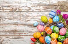 Стоковая фотография «Easter Eggs Tulips On Wooden Planks Ostern Wallpaper, Easter Backgrounds, Winter Wallpaper, Easter Greeting Cards, Easter Peeps, Easter Season, Vintage Easter, Wood Planks, Photography Backdrops