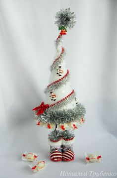 Gallery.ru / Фото #62 - Новогодний альбом. - ami-na Cone Christmas Trees, Painted Christmas Ornaments, Christmas Art, Christmas Tree Decorations, Christmas Wreaths, Holiday Decor, Christmas Sewing Projects, Xmas Crafts, Cute Crafts