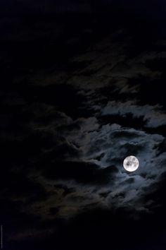Full moon in cloudy night sky ~~ by Laura Stolfi for Stocksy United Night Sky Moon, Night Clouds, Sky And Clouds, Night Skies, Night Sky Wallpaper, Dark Wallpaper, John Bernthal, Digital Foto, Night Sky Photos