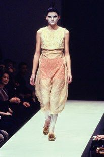Comme des Garçons Fall 1997 Ready-to-Wear Fashion Show Collection