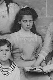 A partial snapshot with Maria Nikolaevna Romanov and her brother Tsarevich Alexei Nicholaevich. Anastasia Romanov, Old Photos, Vintage Photos, Romanov Sisters, Familia Romanov, Picture Site, House Of Romanov, Alexandra Feodorovna, Tsar Nicholas Ii