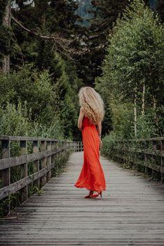 Portraitshooting in Interlaken. Foto Art, Photos, Red Gown Dress, Portrait Photography, Curve Dresses, Pictures, Switzerland