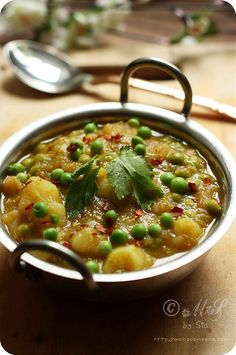 Dhariwala -- Simple and Quick Potato and Peas Curry. Vegan Indian Recipes, Curry Recipes, Vegetable Recipes, Asian Recipes, Vegetarian Recipes, Healthy Recipes, Vegetable Dishes, Potato Vegetable, Veg Dishes