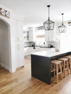 Hardwood Floors In Kitchen, Wood Floor Kitchen, Kitchen Flooring, Kitchen Paint, Kitchen Backsplash, White Oak Kitchen, Black Kitchen Cabinets, Kitchen Cabinet Colors, Light Hardwood Floors
