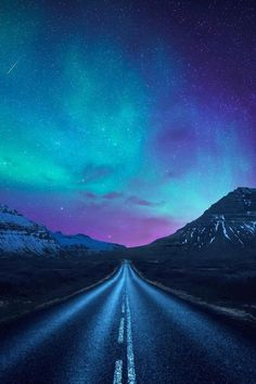 aurora borealis a road - The iPhone Wallpapers Beautiful Sky, Beautiful World, Beautiful Places, Amazing Places, Aurora Borealis, Landscape Photography, Nature Photography, Scenic Photography, Night Photography