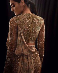 New bridal lengha blouse designs Ideas Pakistani Bridal, Pakistani Dresses, Indian Bridal, Indian Dresses, Indian Outfits, Indian Clothes, Desi Clothes, Pakistani Suits, Punjabi Suits