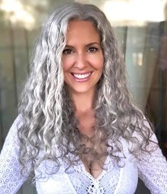 Sara Sophia embodies her goddess self and teaches people healing how to heal themselves, grow long strong vibrant hair, and embrace their natural beauty. Grey Hair Over 50, Long Gray Hair, Grey Hair Natural, Curly Silver Hair, Silver Grey Hair, Pelo Color Plata, Grey Hair Transformation, Grey Hair Styles For Women, Silver Haired Beauties