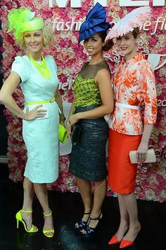 fashions on the field - Bing Images Melbourne Cup Fashion, Race Wear, Spring Racing, Races Fashion, Current Fashion Trends, Royal Ascot, Vintage Mode, Derby Hats, Blouse Styles