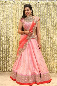 55 Bridal Lehenga designs that will inspire you - Wedandbeyond Half Saree Designs, Sari Blouse Designs, Saree Blouse Patterns, Bridal Blouse Designs, Lehenga Designs, Half Saree Lehenga, Lehnga Dress, Lehenga Style, Pink Bridal Lehenga