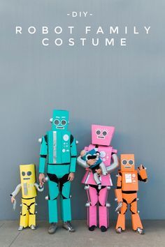 DIY ROBOT FAMILY COSTUME - Tell Love and Party Robot Halloween Costume, Robot Costumes, Halloween Kostüm, Zombie Costumes, Group Halloween, Family Costumes For 4, Matching Family Halloween Costumes, Halloween Couples, Group Costumes