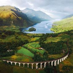 Glenfinnan viaduct, on route to Hogwarts. Photo by Michael Block (www.michaelblockphotography.com) #Scotland