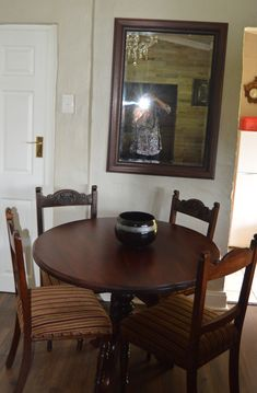 Dining room in The Falls cottage