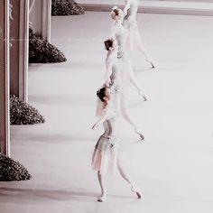 @alohamoraas on pinterest Ballet, Cloak And Dagger, Natasha Romanoff, Phantom Of The Opera, Black Swan, Look At You, Ballerina, Fairy Tales, Lily