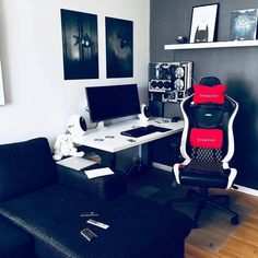 20 Fantastic and Cool Gaming Desk Setup. Gaming desk setup material selection is mandatory that you should consider as it relates to the strength of the table and the durability of accommodat. Gaming Desk Designs, Best Gaming Setup, Computer Desk Setup, Gaming Room Setup, Pc Computer, Gamer Setup, Gaming Desktop, Pc Setup, Computer Technology