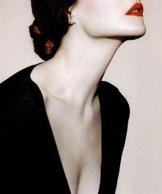 red lips, white skin, black dress Profumo-di-Donna