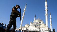 Nach dem Putschversuch geht die türkische Regierung weiter gegen angebliche Anhänger des Predigers Gülen vor. 24 Radio- und Fernsehstationen verloren ihre Lizenz.