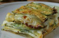 Parmigiana di zucchine e patate, la ricetta perfetta per una cena tra amici…