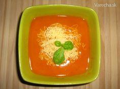 Existuje niekoľko verzií na paradajkovú polievku. Ja som tiež vyskúšala už niekoľko receptov. Výsledný a trošku tak podľa mňa upravený a samozrejme zaručene výborný, zverejňujem :)