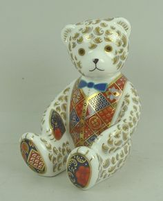 Batemans Auctioneers: Royal Crown Derby porcelain imari paperweight modelled as a seated teddy bear