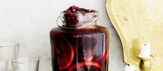 Glögi maistuu myös kylmässä sangriassa. Voit valmistaa sangrian punaviinistä tai alkoholittomasta punaviinistä. N. 1,45€/annos.
