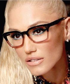 Want to see the eyewear choices your favorite celebrities are making? Check out this gallery featuring ten stars including Bella Hadid, Jennifer Aniston, Zooey Deschanel and more. Gwen Stefani And Blake, Gwen Stefani Style, Celebrities With Glasses, Celebrity Glasses, Jessica Day, Cool Glasses, Glasses Style, Eyewear Trends, Fashion Eye Glasses