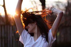 coisa de mulher...entre outras coisas...: Felicidade pós-traumática... ...Encontrou a felicidade depois de muita luta?  ...Ponha os pés na estrada da liberdade, amiga, você vai ver o quanto daqui para frente as coisas vão ficar muito mais nítidas... ...Se não aprendeu com a dor, perdeu uma grande chance, infelizmente...
