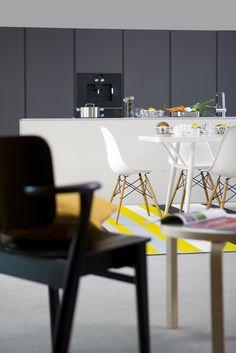 Honka Lumi. Inspiration Boards, Log Homes, Wonderful Things, Scandinavian Style, Finland, Carpet, Chair, Decoration, Modern