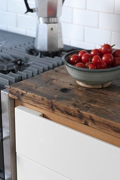 Combining the best of old and new, this family kitchen by Holloway& of Ludlow has a modern design softened by old wooden surfaces. Butcher Block Kitchen, Small Kitchen Cabinets, Narrow Kitchen, Kitchen Worktop, Family Kitchen, Kitchen Tops, Home Decor Kitchen, Kitchen Countertops, Diy Kitchen