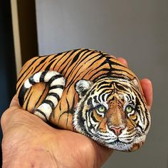 I had this rock for several weeks before I saw the tiger. Swipe for more views! #instaartexplorer #paintedstonesofinstagram #rockart… Stone Art Painting, Rock Painting Designs, Pebble Painting, Pebble Art, Painted Rocks Craft, Hand Painted Rocks, Painted Pebbles, Painted Stones, Stone Crafts