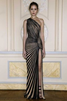 Lebanese fashion designer, Zuhair Murad never disappoints when it comes to his haute couture and ready-to-wear collections. Style Couture, Couture Mode, Couture Fashion, Zuhair Murad, Beautiful Gowns, Beautiful Outfits, Nude Gown, Looks Party, Party Wear Dresses
