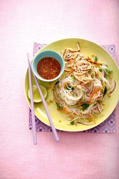 Thaise salade met kleverige kip en gemberdressing
