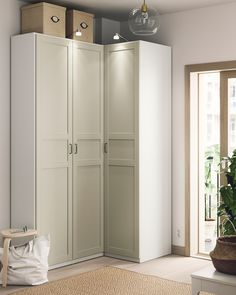 A wardrobe fit for the one that loves folding! A lot of shelving space for most things that can be folded, rolled up or just does not fit in drawers. Armoire Entree, Armoire D'angle, Corner Armoire, Pax Planer, Dressing Ikea, Soft Closing Hinges, Frame Shelf, Small Hallways, Clothes Rail