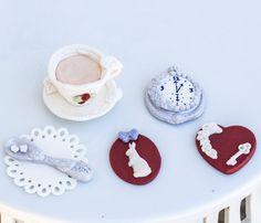 Fondant Alice in Wonderland inspired tea by SeasonablyAdorned