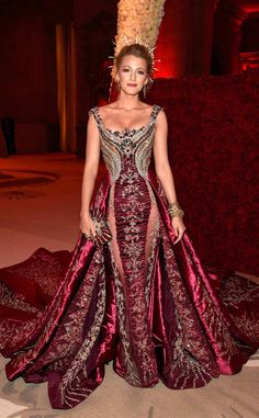 All the Looks from the MET Gala 2018 Red Carpet - Blake Lively in Atelier Versace Moda Streetwear, Streetwear Fashion, Glamour, Vestidos Versace, Met Gala Outfits, Boho Outfits, Beautiful Dresses, Nice Dresses, Fall Family Photo Outfits