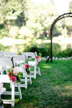 Lovely ceremony flowers at northwest outdoor wedding at Bridal Veil Lakes, with photos by Aaron Courter Photography  | via junebugweddings.com