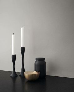 Decorate with black sillhouettes like the Reflection candleholders in matt black. Design: Halskov & Dalsgaard #stelton #peakbonbonniere #danishdesign #nordicdesign #reflectioncandleholders